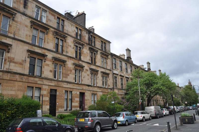 2 Bedrooms Flat for rent in Bank Street, Flat 3/2 , Hillhead, Glasgow, G12 8ND