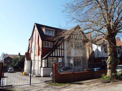 2 Bedrooms Flat for sale in Woodlands Road, Whalley Range, Manchester, Greater Manchester