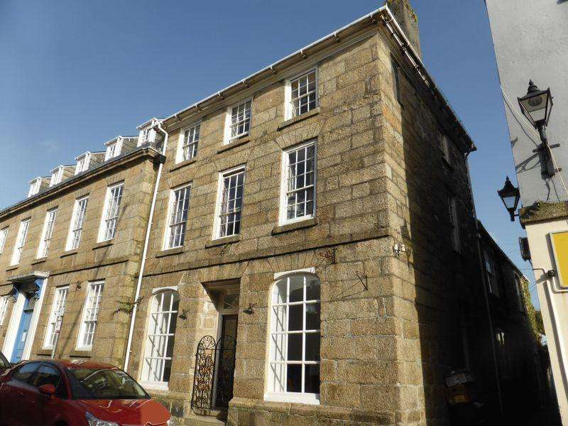 5 Bedrooms Terraced House for sale in 22 Fore Street, Lostwithiel