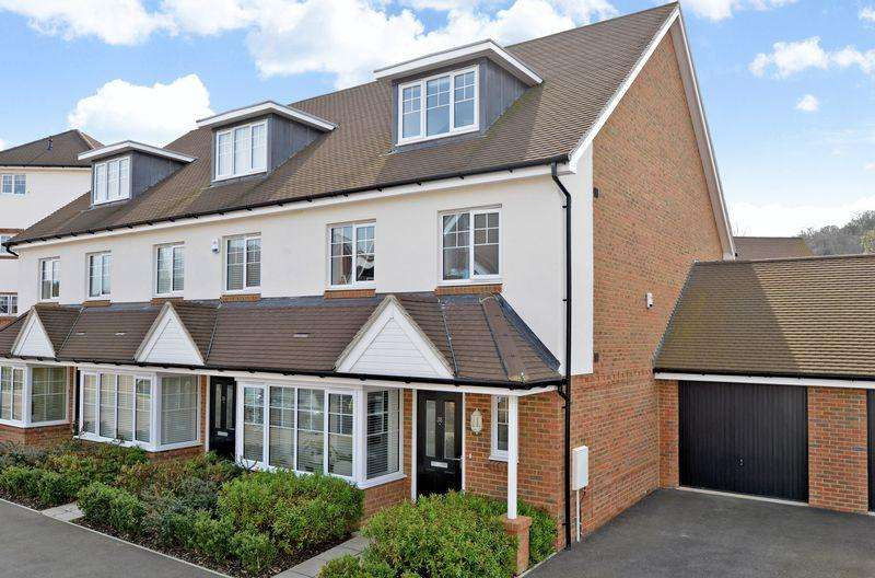 4 Bedrooms End Of Terrace House for sale in Godalming