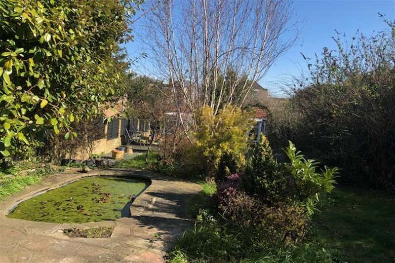3 Bedrooms Detached Bungalow for sale in Dover Road, Walmer, Deal, Kent