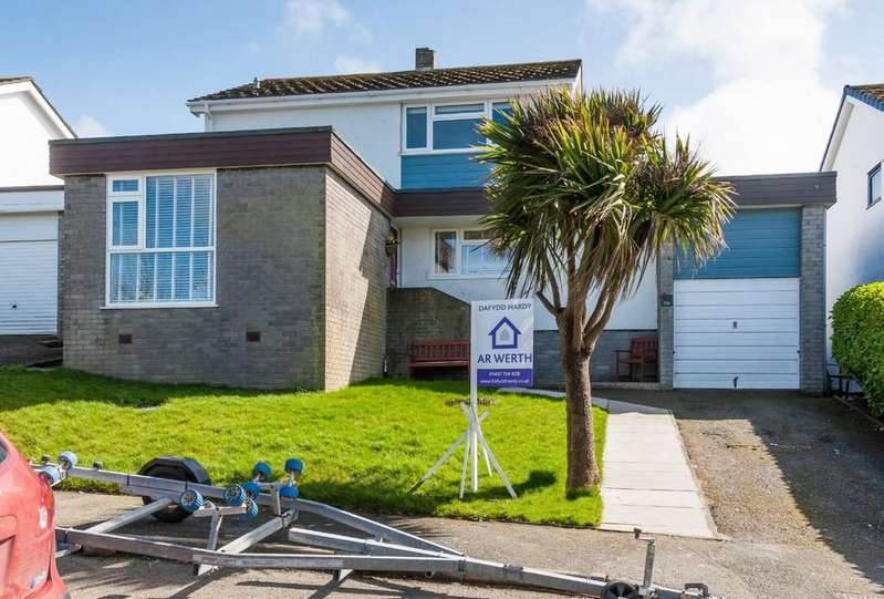 4 Bedrooms Detached House for sale in Gwelfor Estate, Cemaes Bay, North Wales
