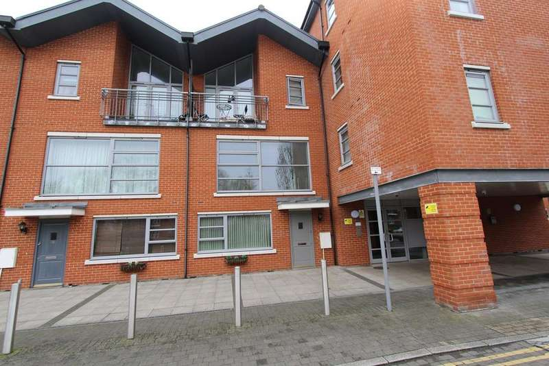 2 Bedrooms Apartment Flat for sale in Rotary Way, Colchester, CO3