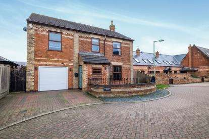 4 Bedrooms Detached House for sale in Kessingland, Lowestoft, Suffolk