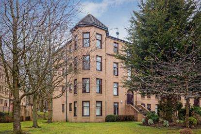 2 Bedrooms Flat for sale in Hughenden Gardens, Hyndland