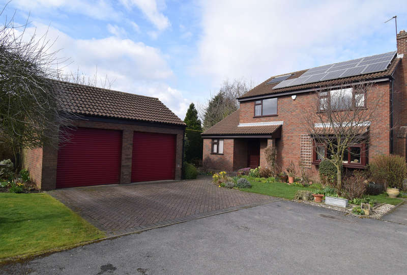 4 Bedrooms Detached House for sale in Normans Way, Sandal, Wakefield
