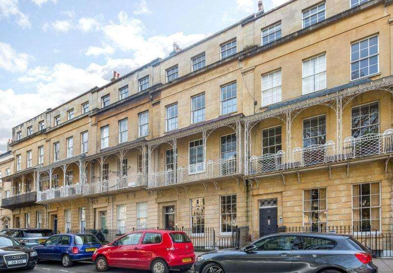 4 Bedrooms Maisonette Flat for sale in Caledonia Place, Bristol, BS8