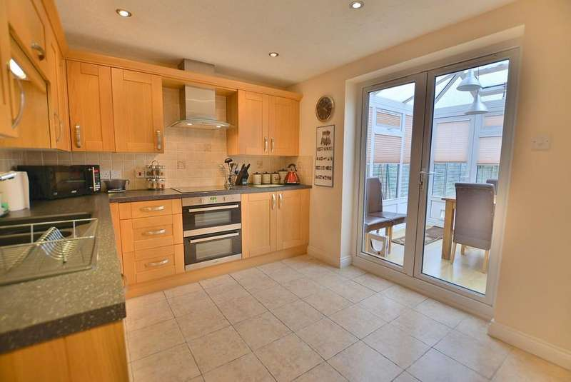 3 Bedrooms Town House for sale in Saffron Way, Bournemouth