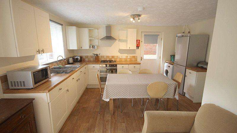 5 Bedrooms Detached House for sale in The Swale, Norwich