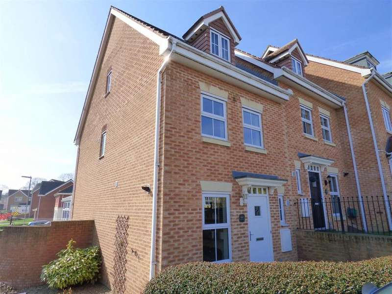3 Bedrooms Town House for sale in Bridon Way, Cleckheaton