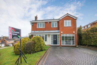 4 Bedrooms Detached House for sale in Heartwood Close, Blackburn, Lancashire, BB2