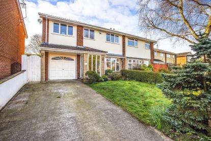 4 Bedrooms Semi Detached House for sale in Harlech Drive, Leyland, PR25