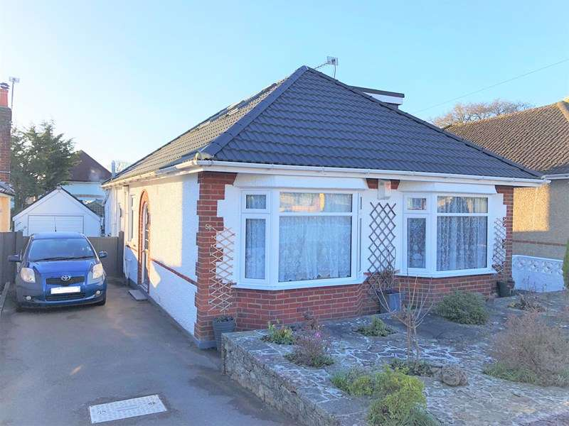 4 Bedrooms Bungalow for sale in Brierley Road, Northbourne, Bournemouth
