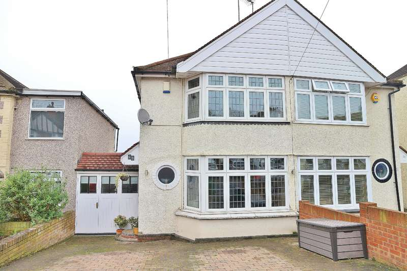 2 Bedrooms Semi Detached House for sale in Holmsdale Grove, Bexleyheath, Kent, DA7 6PA