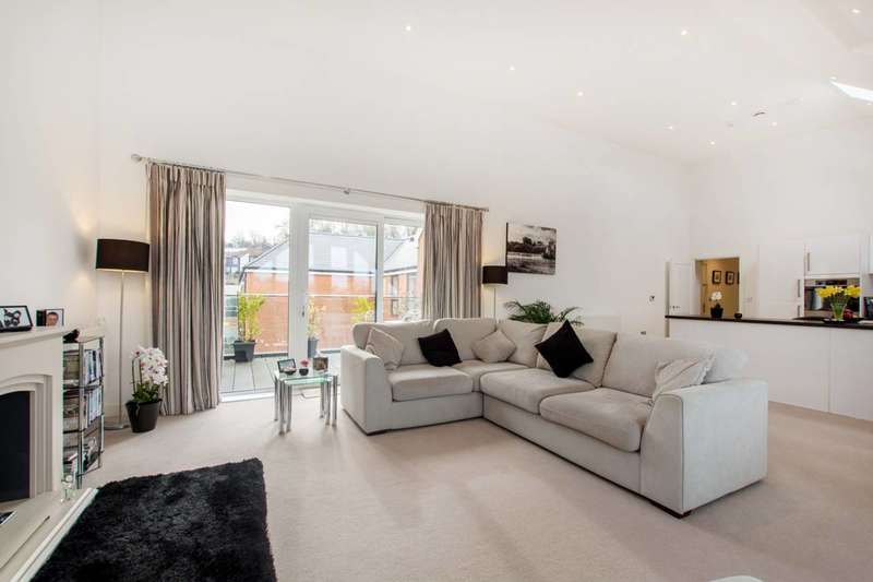 3 Bedrooms Flat for sale in Valley Road, Streatham Hill, SW16