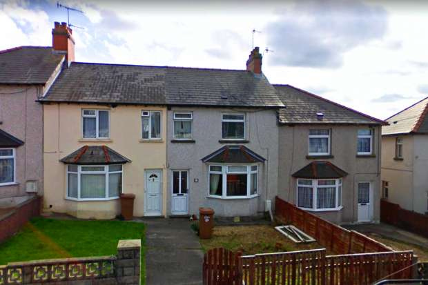 3 Bedrooms Terraced House for sale in Markham Crescent, Blackwood, Gwent, NP12 0LY