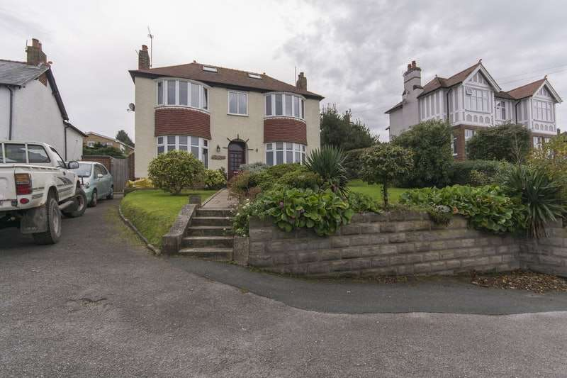 3 Bedrooms Detached House for sale in Holway Road, Holywell, Flintshire, CH8