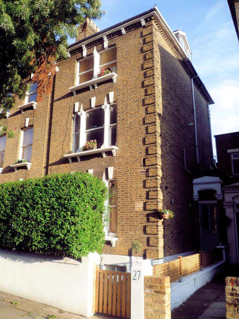 2 Bedrooms Maisonette Flat for sale in Lady Somerset Road, Kentish Town, London NW5