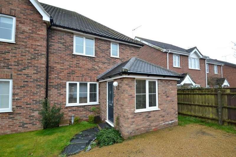3 Bedrooms Semi Detached House for sale in Clementine Gardens, Ipswich, IP4 5GA
