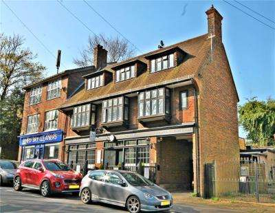 3 Bedrooms Maisonette Flat for sale in Station Approach, Tadworth