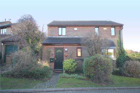 3 Bedrooms Detached House for sale in Morston Close, Tadworth