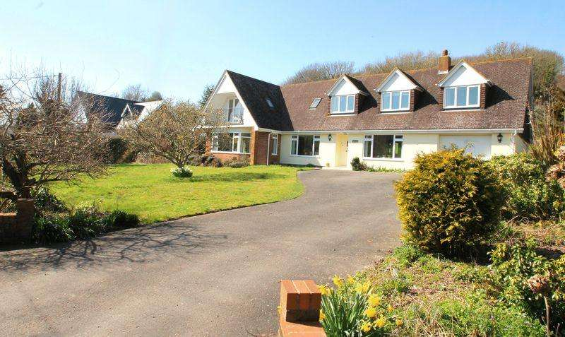 4 Bedrooms Detached House for sale in Alkham Valley Road, Dover