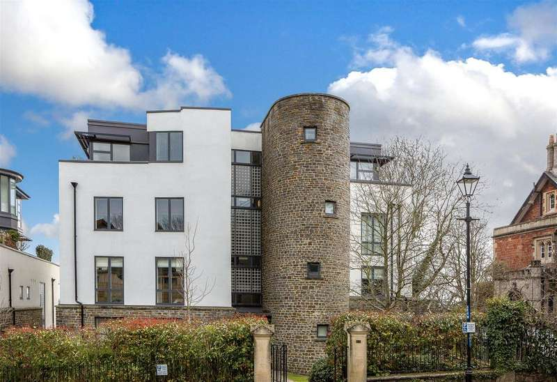 2 Bedrooms Penthouse Flat for sale in Elm Lane, Bristol