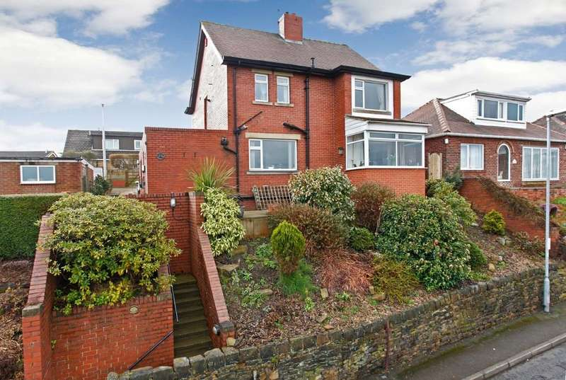 3 Bedrooms Detached House for sale in Combs Road, Dewsbury