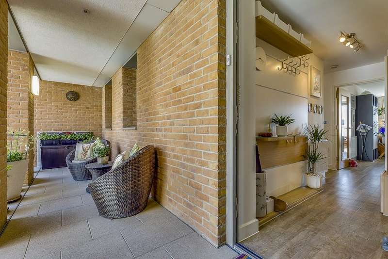 3 Bedrooms Apartment Flat for sale in Waterside Park Development E16