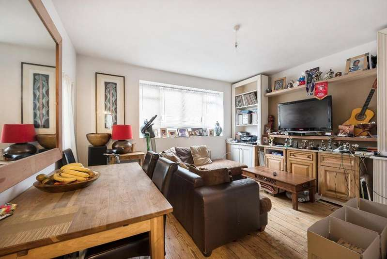 3 Bedrooms Apartment Flat for sale in CHURCHILL GARDENS, SW1V