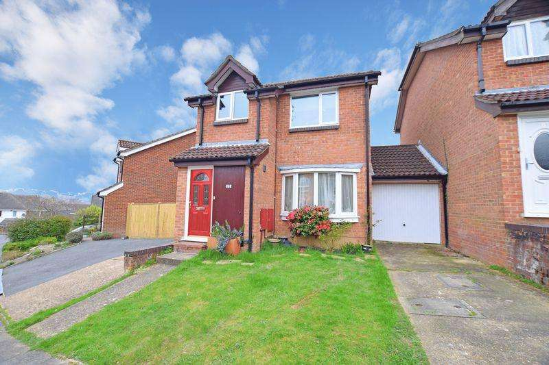 3 Bedrooms Detached House for sale in Farriers Way, Uckfield, TN22