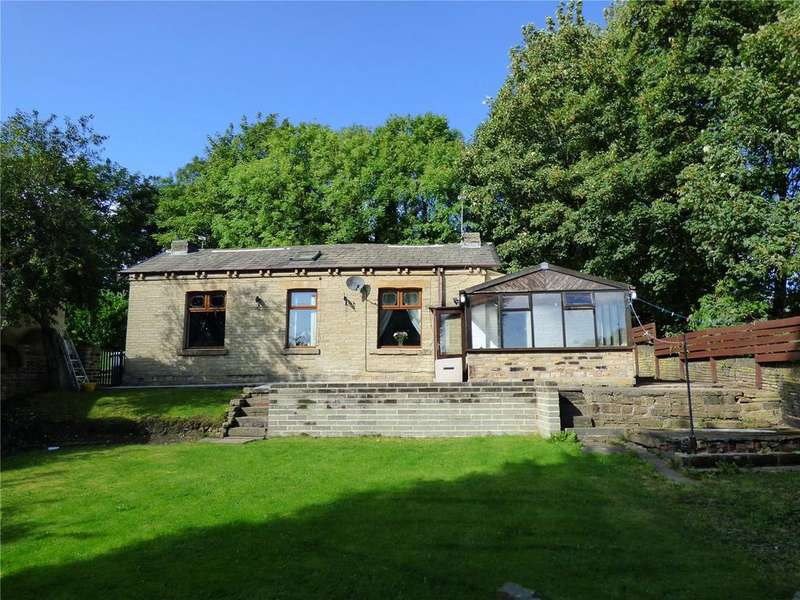 3 Bedrooms Detached Bungalow for sale in Waltroyd Road, Cleckheaton, BD19