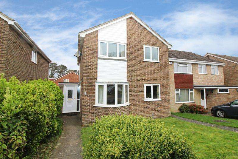 3 Bedrooms Detached House for sale in Pound Hill, Crawley