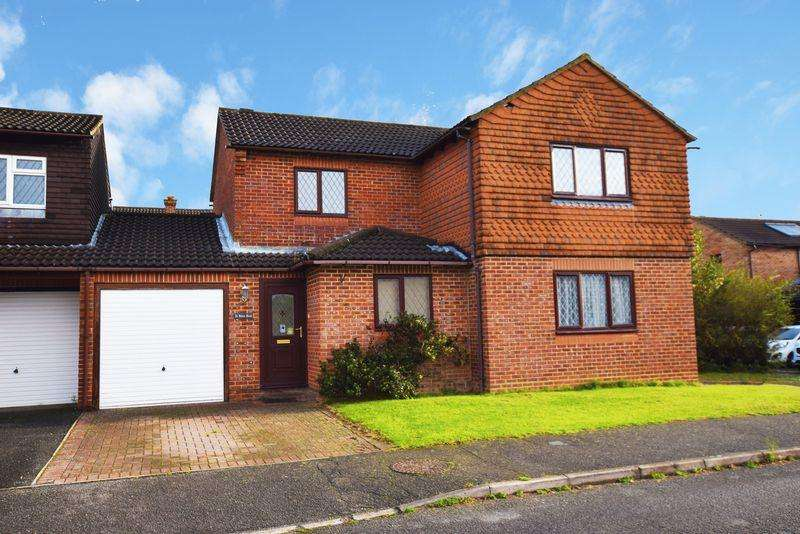 4 Bedrooms Link Detached House for sale in Wares Road, Uckfield