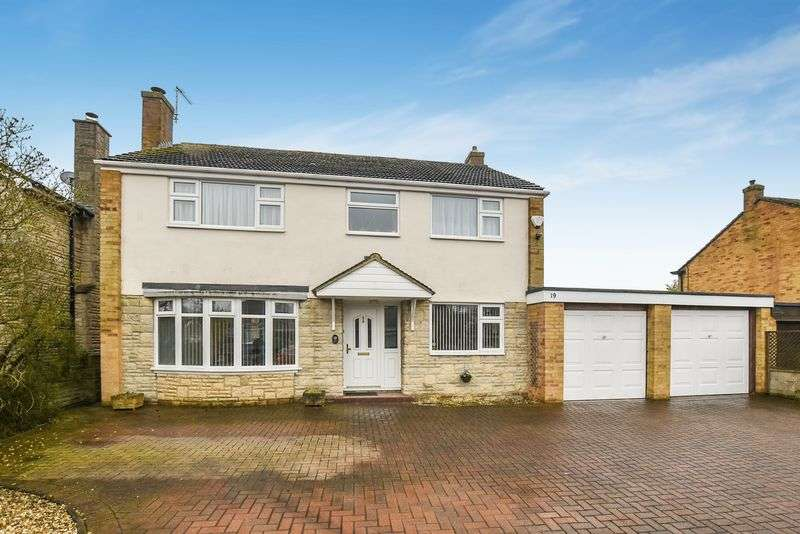 4 Bedrooms Property for sale in Kennedy Road, Bicester