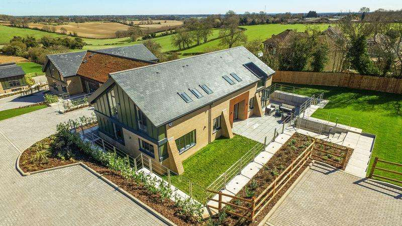 5 Bedrooms Village House for sale in Buckshorn House, The Sedums, Common Road, Kensworth