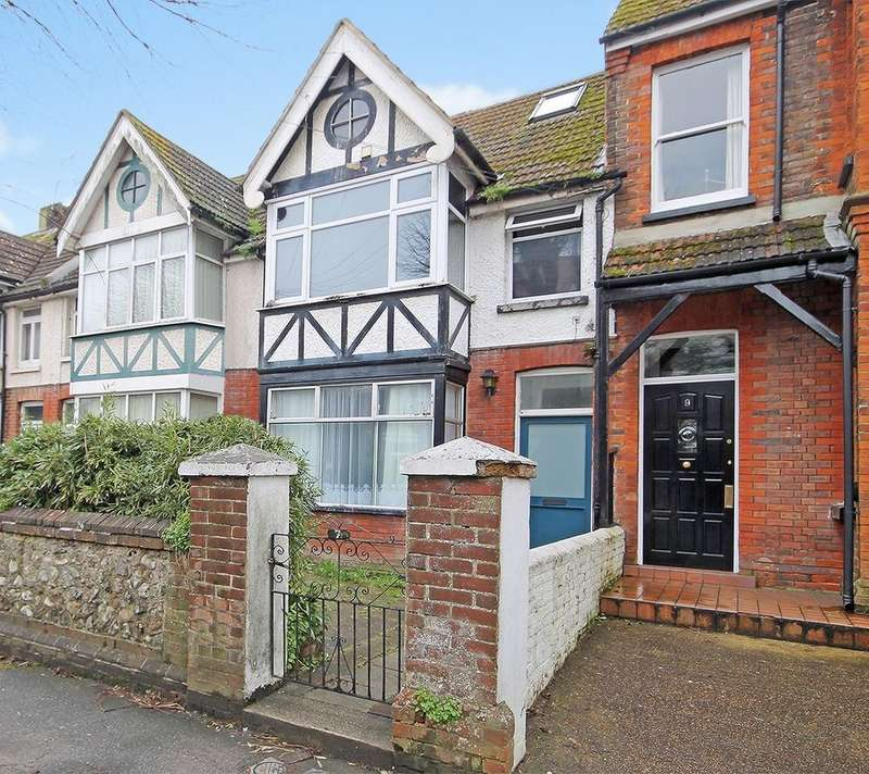 Studio Flat for sale in Pavilion Road, Worthing, West Sussex BN14 7EE