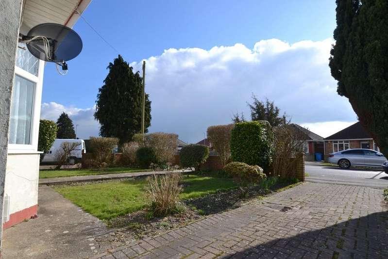 3 Bedrooms Detached Bungalow for sale in Mossley Avenue, Wallisdown, Poole
