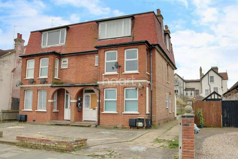 2 Bedrooms Flat for sale in Clacton-on-sea