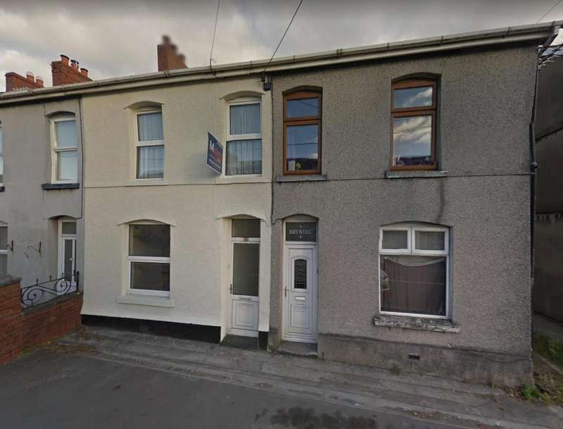 3 Bedrooms End Of Terrace House for sale in Penybanc Road, Ammanford