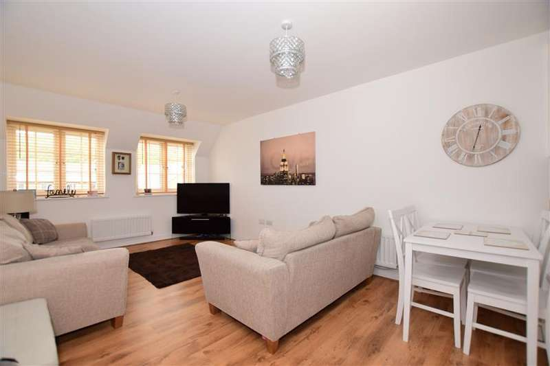 2 Bedrooms Penthouse Flat for sale in Conveyor Drive, Halling, Rochester, Kent