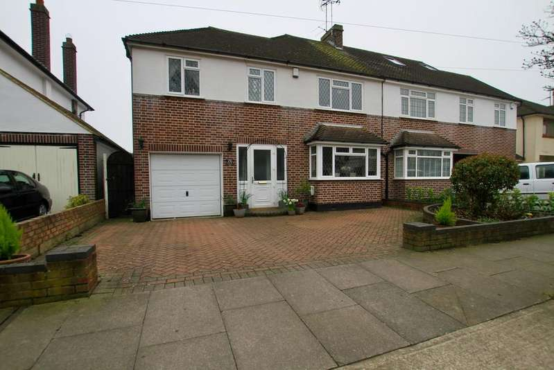 4 Bedrooms Semi Detached House for sale in Woodside, Leigh-On-Sea