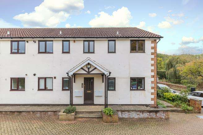 1 Bedroom Apartment Flat for sale in Willowdene, Watton At Stone