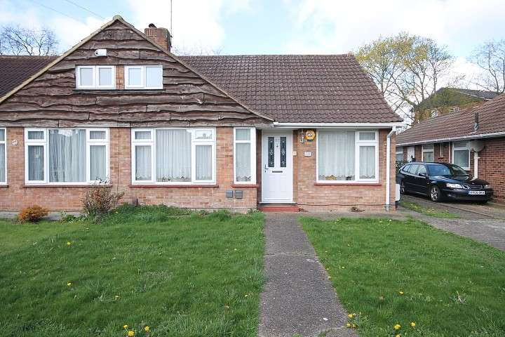 2 Bedrooms Bungalow for sale in Field Road, Feltham, TW14