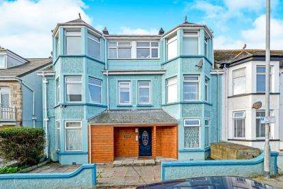 1 Bedroom Flat for sale in 52 Edgcumbe Avenue, Newquay, Cornwall