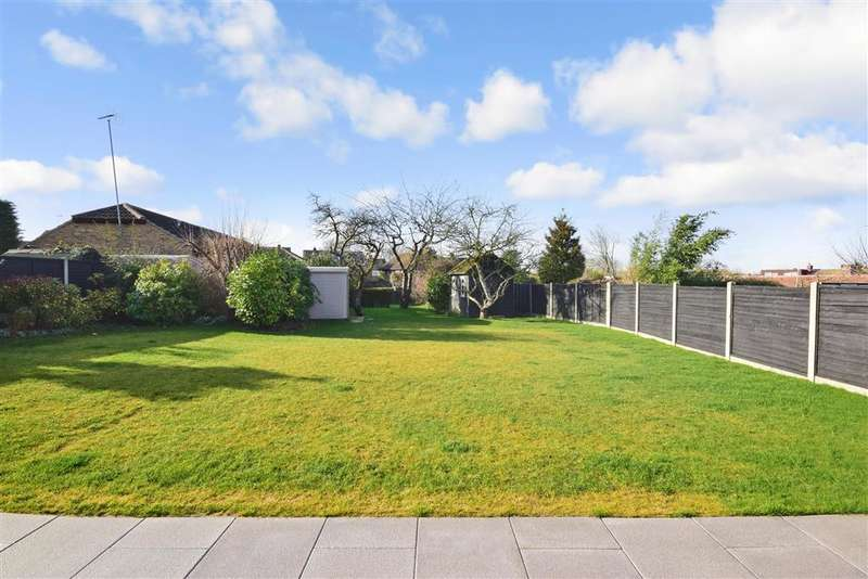 3 Bedrooms Detached House for sale in Cloverly Road, , Ongar, Essex
