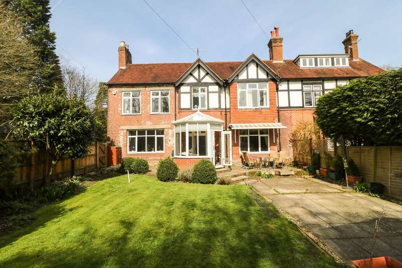 4 Bedrooms Country House Character Property for sale in Shrubbs Hill Road, Lyndhurst, SO43