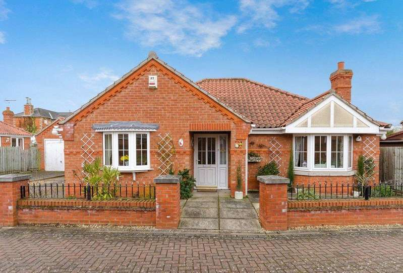 3 Bedrooms Detached Bungalow for sale in The Brambles, Helpringham, Lincolnshire, NG34
