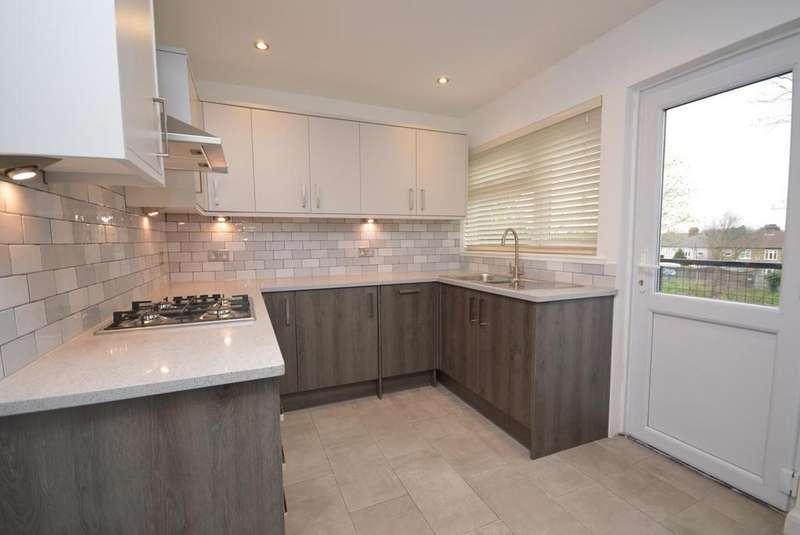 2 Bedrooms Apartment Flat for sale in Heath Park Court, Gidea Park, Essex, RM2