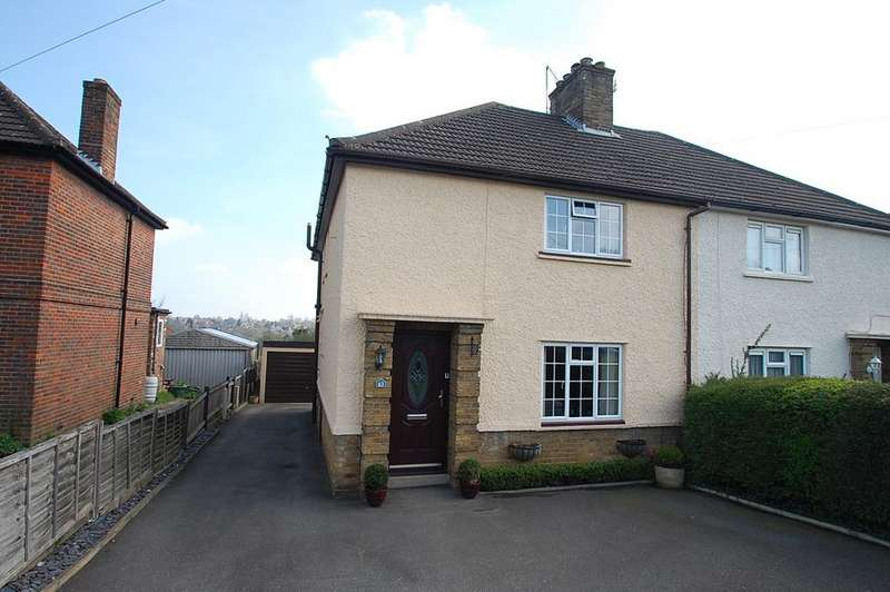 3 Bedrooms Semi Detached House for sale in Lovel Road, Chalfont St Peter, SL9
